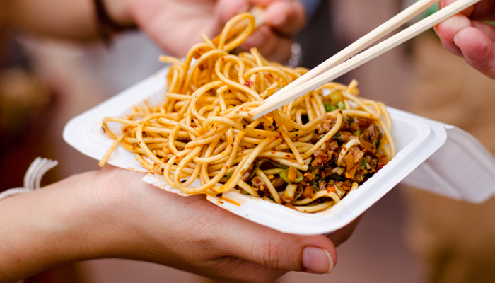 Le 5 regole per proteggerti dai danni dello street food