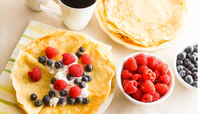 Crepes con yogurt e frutti di bosco